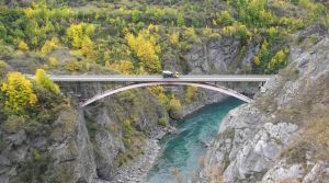 07Jun2015020607kawerau river Bridge.jpg