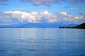17Apr2016090406taupo_lake.jpg